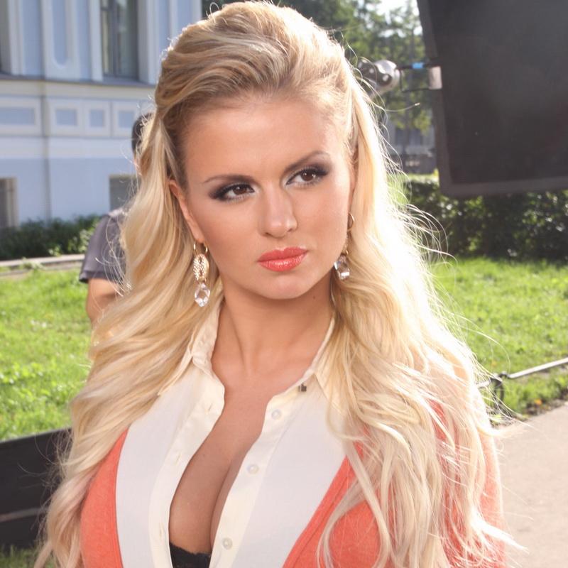 Анна Семенович  актриса фигуристка певица бывшая