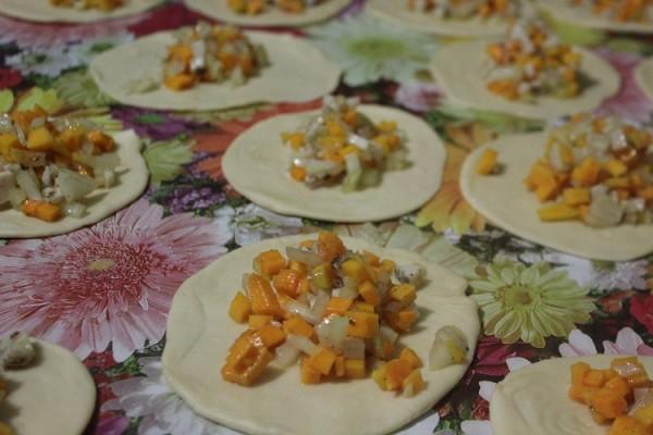 Фото приготовления рецепта: самса с тыквой - шаг № 11