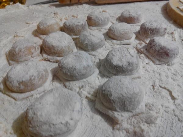 Фото приготовления рецепта: домашние пельмени - шаг № 3