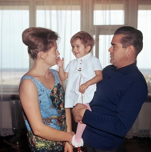 Валентина Терешкова и Андриан Николаев с дочкой Аленой. 1967 год