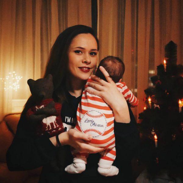 Юлия Санина показала сына