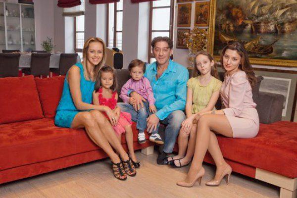 Григорий Лепс с семьей