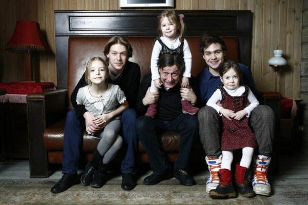 Михаил Ефремов с детьми