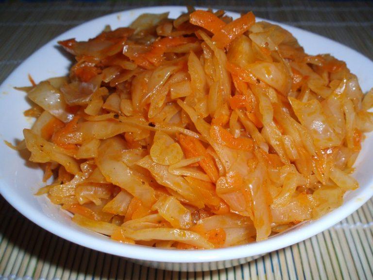 Тушёная квашеная капуста с колбасой рецепт с пошагово