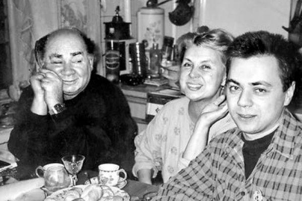 Евгений и Ванда Леоновы с сыном