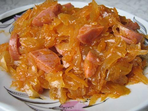 Тушеная капуста с колбаской