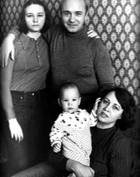 Леонид Куравлев с женой и детьми