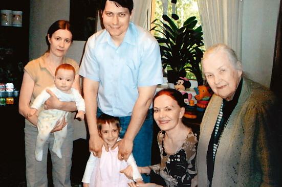 Людмила Чурсина с сестрой и семьей племянника