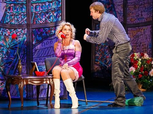 Мария Порошина выступает в театре
