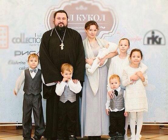 Анна Кузнецова с мужем и детьми