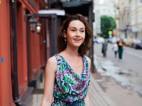 Алина Сергеева примерила на себя образ учительницы в новом сериале