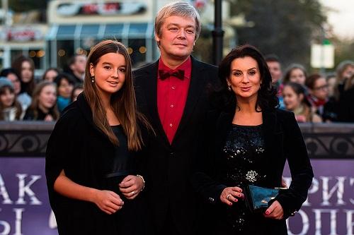 Екатерина Стриженова с мужем и старшей дочерью Александрой