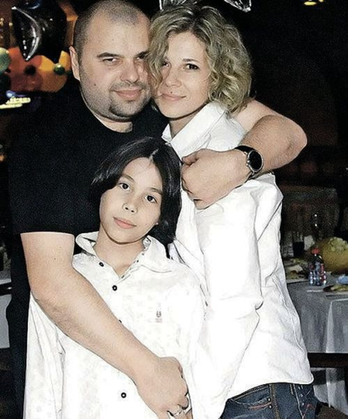Максим Фадеев с женой Натальей и сыном