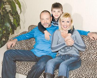 Валентина Легкоступова с мужем и сыном