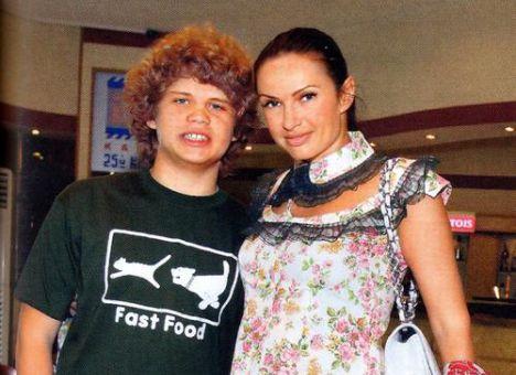 Эвелина Бледанс с сыном Николаем