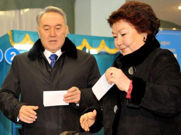 Нурсултан Назарбаев сженой