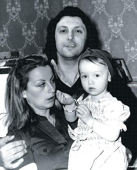 Вячеслав Добрынин с женой и дочкой