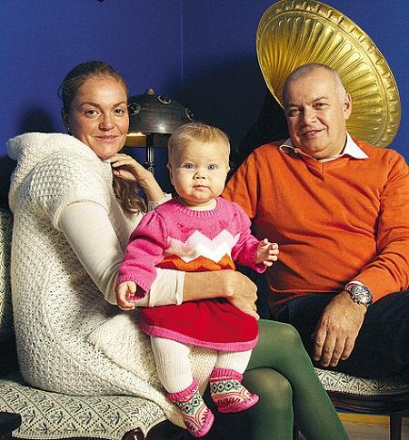 Дмитрий Киселев с женой и дочерью