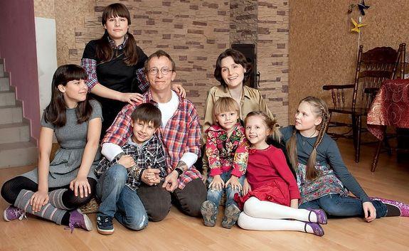 Иван Охлобыстин с семьей: женой и детьми. Фото