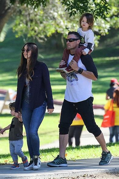Меган Фокс с Брайаном и детьми