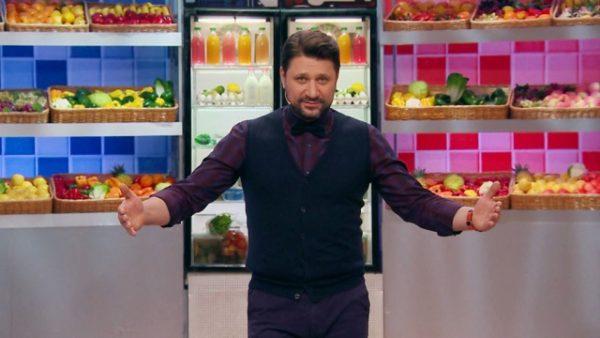 Виктор Логинов в ведет в телепередачах