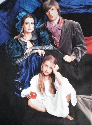 Алесандр Абдулов с Ириной Алферовой и дочерью Ксенией