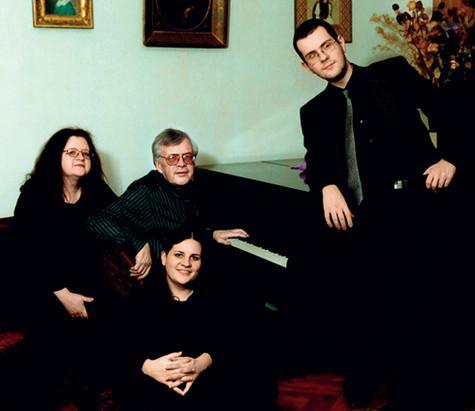 Андрей Петров с семьей