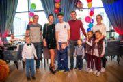 Семья Жирковых устроила цирк в день рождения старшего сына