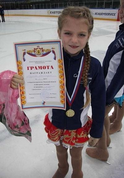 Александра Трусова в детстве