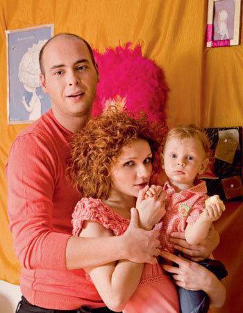 Антон Привольнов с женой и сыном