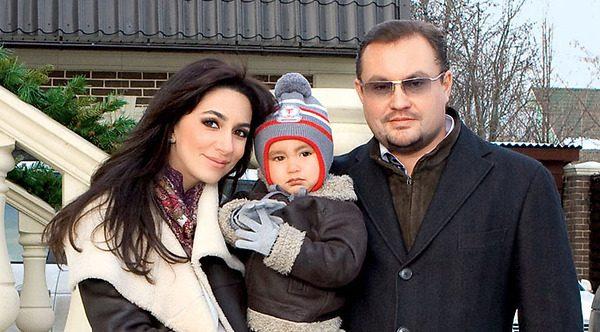 Зара с мужем Сергеем Ивановым и сыном