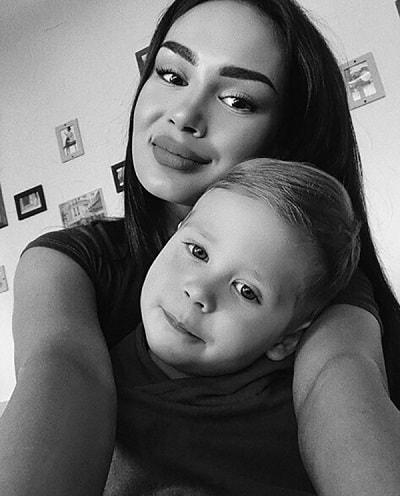 Аида Уразбахтина с сыном