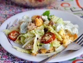 Как приготовить салат цезарь: 3 простых рецепта