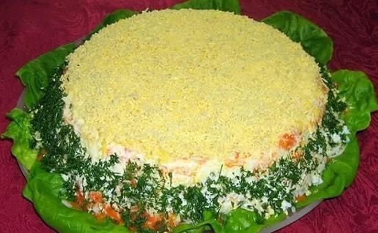 Салат Мимоза с маслом и сыром