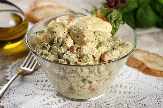 Салат столичный со свежими огурцами