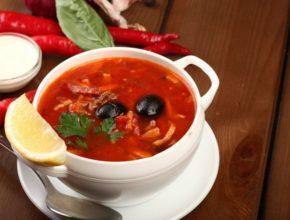 Солянка с колбасой: 10 простых рецептов приготовления
