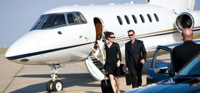 8 звездных счастливчиков с личным авиатранспортом
